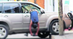 Joven intenta huir de sus homicidas por la ventanilla pero muere colgado, en Morelos. Noticias en tiempo real