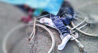 Automovilista le pega a ciclista en Chicoloapan y al caer, un tráiler lo hace pedazos . Noticias en tiempo real