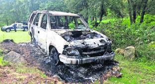 Encuentran dos cuerpos calcinados al interior de una camioneta abandonada, en Edomex . Noticias en tiempo real