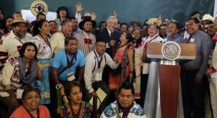 AMLO recibe propuestas de programas para pueblos indígenas. Noticias en tiempo real
