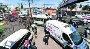 Sujetos armados suben a microbús y balean a dos custodios en Iztapalapa; uno sobrevivió . Noticias en tiempo real