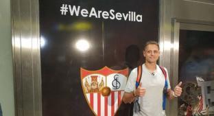 'Chicharito' llegó a Sevilla para cerrar su fichaje. Noticias en tiempo real