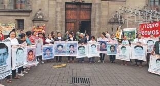 Liberan a otros 24 por caso Ayotzinapa; FGR va por Jesús Murillo Karam y Tomás Zerón. Noticias en tiempo real