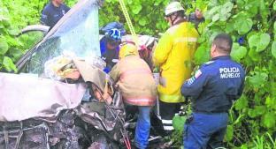 Choque entre camioneta y automóvil cobra la vida de una mujer, en Yautepec. Noticias en tiempo real