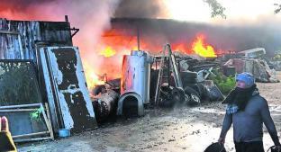 Se incendia bodega que resguardaba desperdicios en Morelos; no se reportaron heridos . Noticias en tiempo real