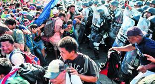 Guardia Nacional desmantela caravana migrante a golpes para evitar su entrada a México. Noticias en tiempo real