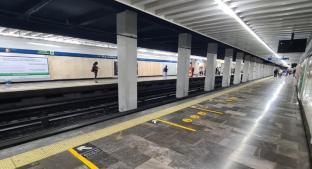 Muere un abuelito al desvanecerse y golpearse la cabeza, al interior del Metro Pino Suárez. Noticias en tiempo real