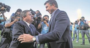 Miguel Herrera advierte que ser líder no le dará el título al Cruz Azul, Siboldi le responde. Noticias en tiempo real
