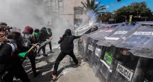 Enfrentamientos entre mujeres y policías en marcha por la despenalización del aborto, CDMX. Noticias en tiempo real