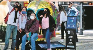 Capitalinos aprovecharon el último día de la exposición de Mexicráneos para ir a Reforma . Noticias en tiempo real