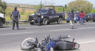 Pareja en motocicleta es embestida por una camioneta en el Edomex, sólo uno sobrevive. Noticias en tiempo real