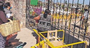 Floricultores mexiquenses piden apoyo, tras el cierre de panteones en el Día de Muertos. Noticias en tiempo real