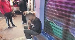 Hombre con balazo en la cabeza logra sentarse para luego desmayarse, en la CDMX. Noticias en tiempo real