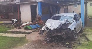 Militar choca y sale disparado de su coche en Edomex, murió en minutos