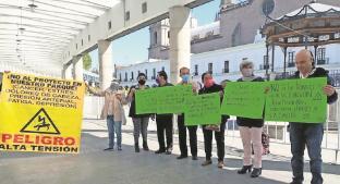 Vecinos del Edomex exhiben amparo para suspender montaje de las Torres del Tren Interurbano. Noticias en tiempo real