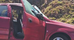 Familia sobrevive de milagro a una volcadura, sobre una autopista del Estado de México. Noticias en tiempo real