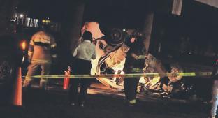 Taxi veloz se dobla a la mitad tras chocar y muere niña de 3 años, en Edomex. Noticias en tiempo real