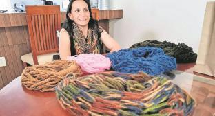 Tras accidente Érika Ocampo teje bufandas para vivir en Edomex, conoce su historia . Noticias en tiempo real