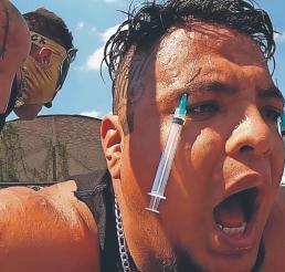 Luchadores extremos aseguran que el dolor es parte de su vida, lo disfrutan