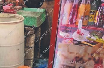 Presuntos extorsionadores asesinan a plomazos a un taquero frente a su esposa, en CDMX