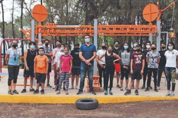Niños y jóvenes promesas del deporte adoptan los parques para seguir entrenando, en CDMX
