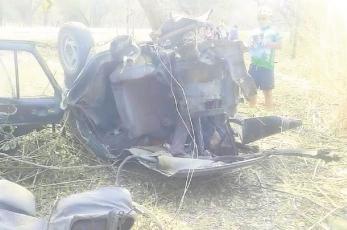 Conductor pierde el control de su automóvil, choca contra un árbol y muere en Morelos