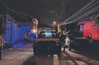 Dejan a un asesinado dentro de salón de fiestas en Cuernavaca