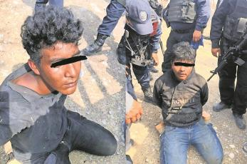 Tras persecución, detienen a dos civiles armados en Morelos
