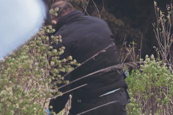 Abandonan cadáver encobijado y amarrado con mecates, en la autopista Chamapa-Lechería