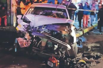 Aparatosa carambola deja siete lesionados y cuatro automóviles destrozados, en el Edomex