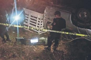 Muere pareja al caer a barranco sobre la carretera Toluca-Ciudad Altamirano, en Edomex