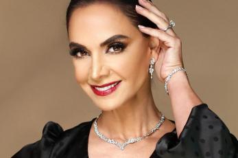 "Tunden a Lupita Jones por ""falsas felicitaciones"" a Andrea Meza, tras ganar Miss Universo"