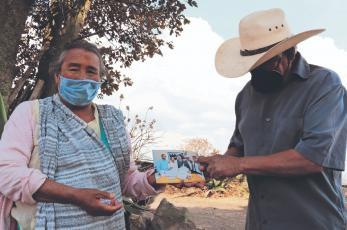 Abuelitos mazahuas se reunieron en EU con sus 3 hijos que pensaron jamás volverían a ver