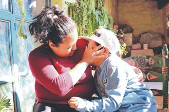 Mamá de niño de 9 años pide ayuda, su hijo se quemó con agua hirviendo en Toluca