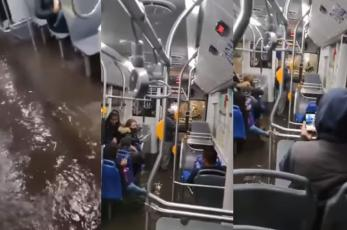 Trolebús se inunda al estilo Titanic y queda varado en Avenida Tláhuac, por lluvias en CDMX