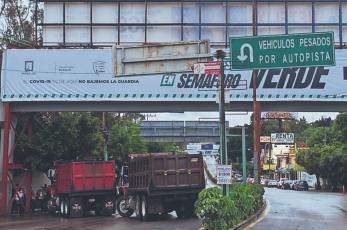 Transportistas denuncian robo de unidades que utilizan para repavimentar, En Morelos