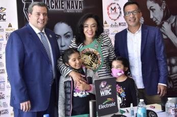 Consejo Mundial de Box reconoce a Jackie Nava, por sus 20 años en el ring