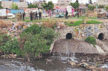Encuentran otro cadáver en el Canal de la Compañía en Edomex, tardaron 8 horas en levantarlo