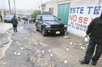 Matan de 15 balazos a conductor de auto en el Edomex, sus acompañantes resultaron heridas