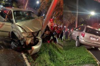 Tras estrellarse contra un poste, conductor de auto muere en Azcapotzalco