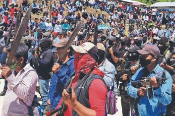 Autodefensas de Chiapas toman armas contra 'narcoayuntamiento'