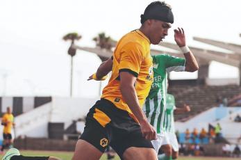 Raúl Jiménez agarra ritmo con Wolverhampton y vencen al Betis de Sevilla