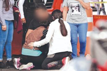 Muere menor de 16 años atropellado por tráiler, cuando lavaba camión en la Venustiano Carranza