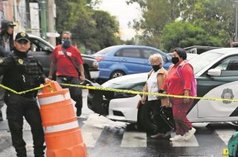 Muere atropellado por una camioneta y debajo de un puente peatonal en Iztapalapa