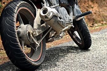 Motociclista termina con la pierna destrozada tras ser atropellado en CDMX