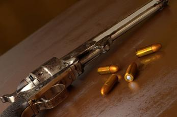 Pistoleros irrumpen bar y ejecutan a balazos al dueño y a un cliente, en Morelos