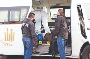 Asaltante que fue asesinado por pasajero de combi en Edomex llevaba una subametralladora