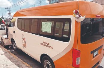 Asaltantes matan a señora a bordo de una camioneta del transporte público, en Edomex