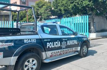 Mujeres policía auxilian a madre en labor de parto dentro de su casa, en Ecatepec
