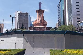 Se enchilan feministas por limpia de pintas en monumentos de la CDMX